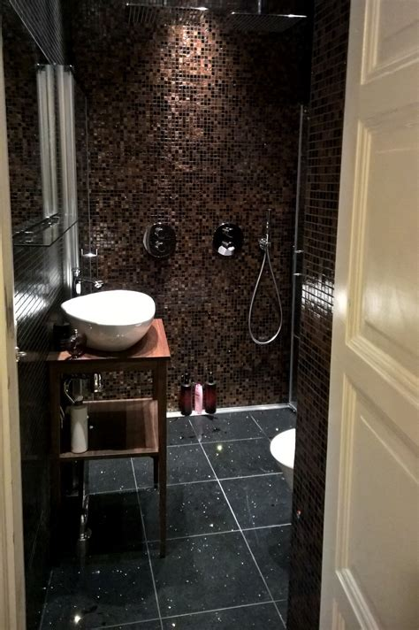 kommod möbel badrum med gratt golv