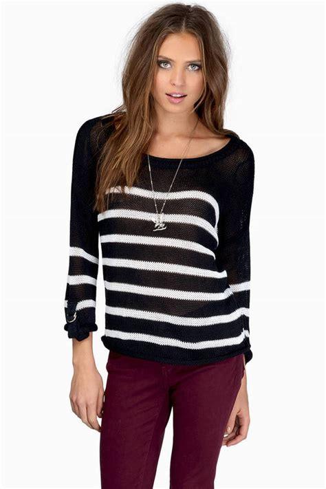 white grey sweater white sweater sleeve sweater