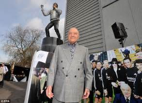 michael jackson statue craven cottage fulham owner shahid khan says getting rid of michael