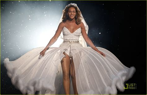 beyonce video wedding dress beyonce s wedding dress bet awards performance video