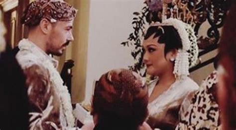 Make Up Tinuk foto foto pernikahan cicit soeharto dengan luigi ferrara photo bintang