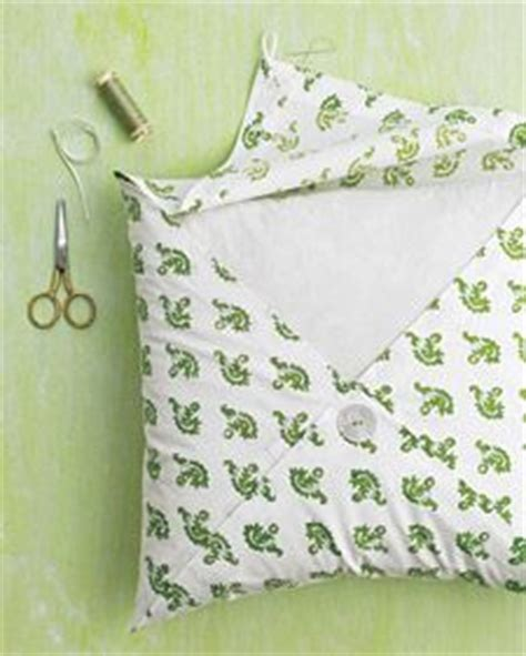 How To Cover A Pillow With Fabric Without Sewing by 1000 Ideas About No Sew Pillows On Sew