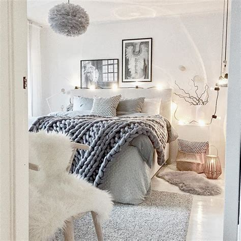 4 easy tips to make your bedroom feel cozy