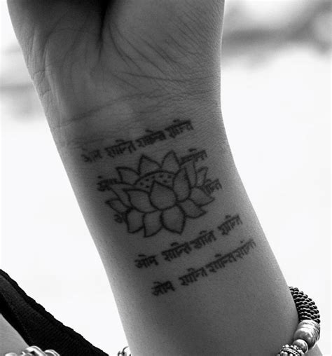 flower tattoo around wrist 34 awesome wrist flower tattoos