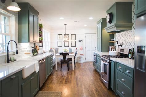 Gaines Farmhouse by The Best Fixer Upper Kitchens