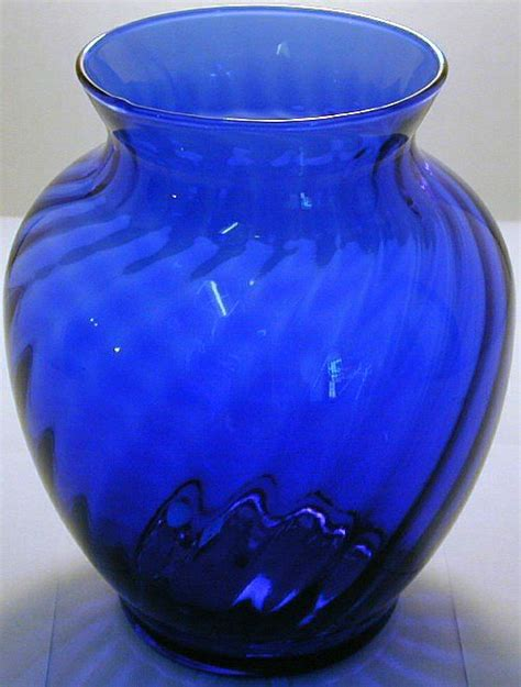 Blue Glass For Vases by 1000 Ideas About Blue Glass Vase On Cobalt
