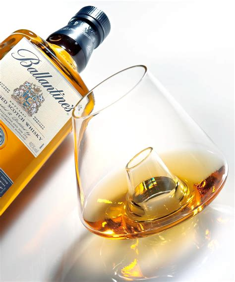 whiskey glass there s a hole in this whisky glass gizmodo australia