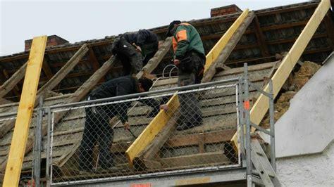 dach neu decken kosten pro m2 neues dach f 252 r die 42 1 tag