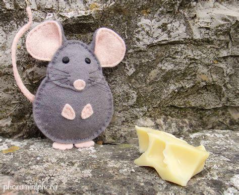 pattern for making felt mice easy to sew felt pdf pattern diy pablo the mouse finger