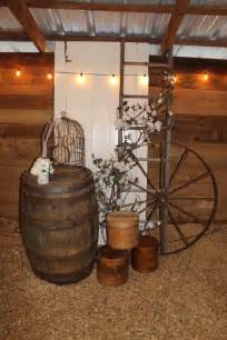 Wagon Wheel Home Decor 30 Rustic Country Wedding Ideas With Wagon Wheel Details