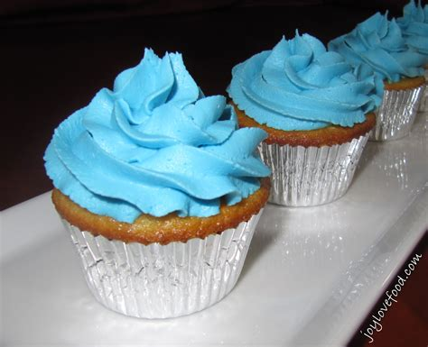 cupcakes and vanilla cupcakes with buttercream frosting food