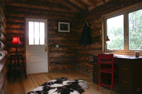 tiny log cabin  jalopy cabins