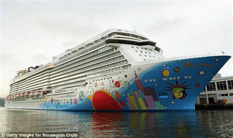 norwegian cruise weather passengers recall horrors of norwegian breakaway ship