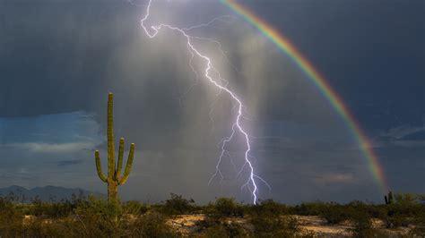 Thunder Rainbow photographer captures rainbow and lightning bolt in one