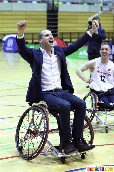Kursi Roda Century foto aksi pangeran williams basket dengan kursi