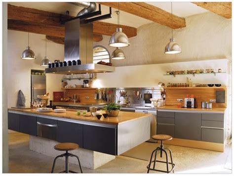 cuisine style provencale pas cher prozor u dom drvo kamen i željezo rustikalni stil