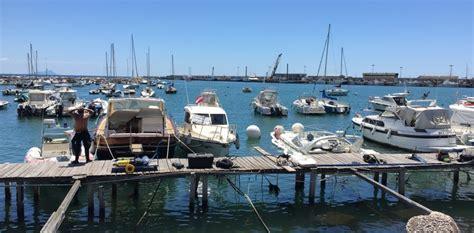 capitaneria di porto di anzio anzio una barca perde olio e affonda al molo arrivano