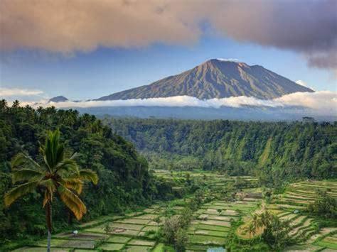 detiknews gunung agung bali indonesia bali rendang rice terraces and gunung agung