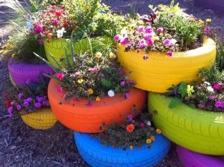 untuk kamu membuat pot tanaman gantung dari botol plastik