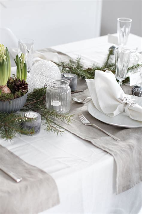 how to set a christmas table 10 christmas table setting ideas stylizimo