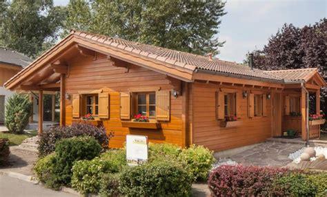 Außenlen Haus by Pro Naturhaus Ebenerdiges Wohnblockhaus Blauelagune At