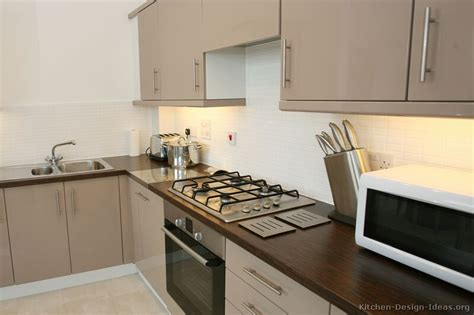 Kitchen Designs With White Cabinets by Pictures Of Kitchens Modern Beige Kitchen Cabinets