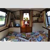 houseboat-interior-bedroom