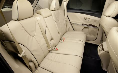 Toyota Venza Seating 2013 Toyota Venza Rear Seating 199307 Photo 8 Trucktrend