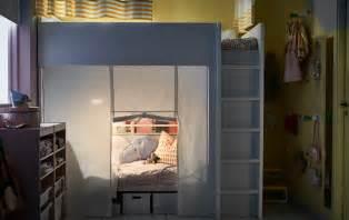 rideau cr 233 ant un espace priv 233 dans une chambre d enfant