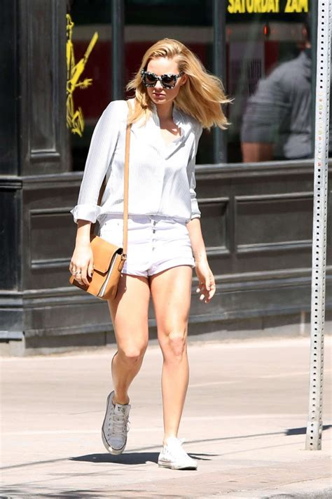 margot robbie in jeans margot robbie in jeans shorts 13 gotceleb