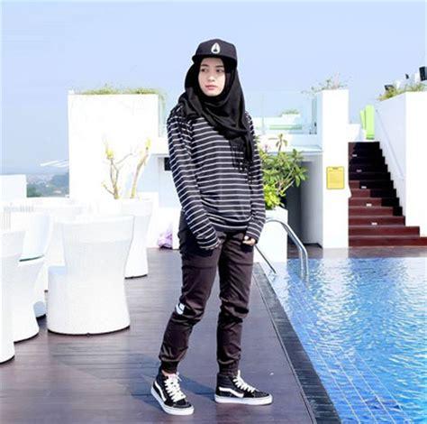 Baju Dalam Tomboy foto gaya boyish dengan topi ala makeup artist berhijab nadya gusti
