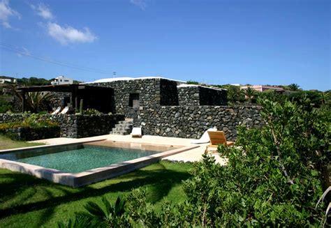 giardini con piscina foto giardino con piscina pantelleria pietra nera giardino