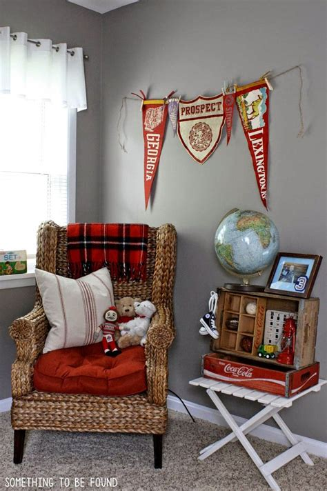 Vintage Sports Bedroom Decor by 25 Best Ideas About Vintage Sports Rooms On