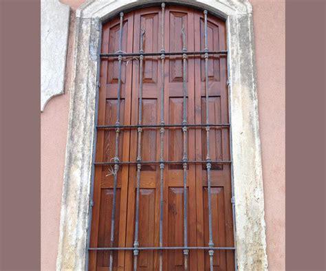 sverniciatura persiane legno saspe sverniciature infissi legno porte e portoni