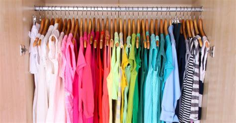color organized closet como organizar un armario 44 consejos que te ayudar 225 n
