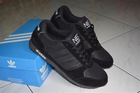 Sepatu Diadora Hitam Polos jual sepatu sport adidas hitam polos cocok untuk sekolah
