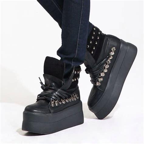 shoes heels platform shoes high heels black boots