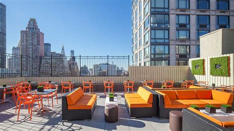 Best Roof Top Bars In Nyc by Best Rooftop Bars In New York City To Drink