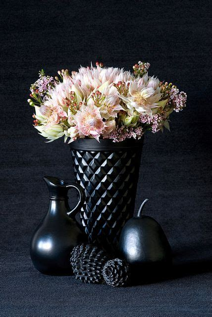 Black Flower Vases by 440 Best Images About Simple Flowers On White