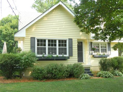 exterior paint yellow best 25 yellow house exterior ideas on yellow