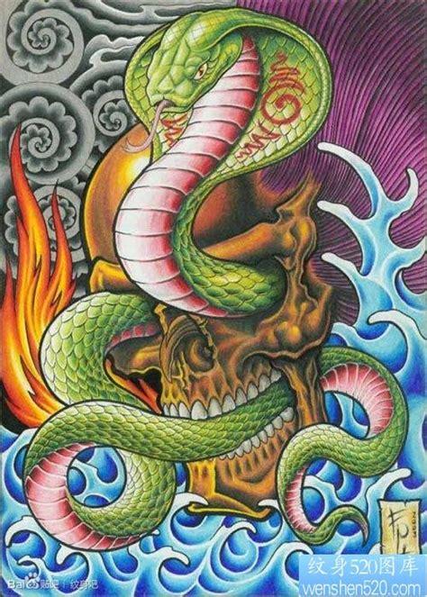 一张前卫帅气的眼镜蛇纹身图片