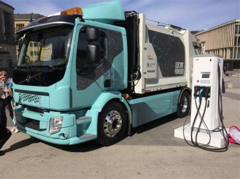 volvo electric truck 2019 volvo unveils its fully electrically powered truck