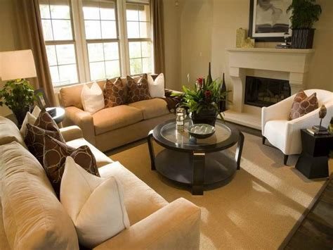 Small Living Room Staging Ideas 1000 Images About Home Staging Moving Tips On