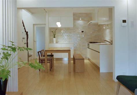 decorar cocinas luminosas  azulejos blancos vidriados