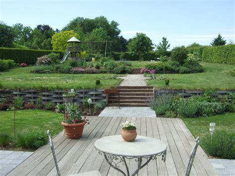 terrain en terrasse vues d ensemble le jardin de bene terrain en pente