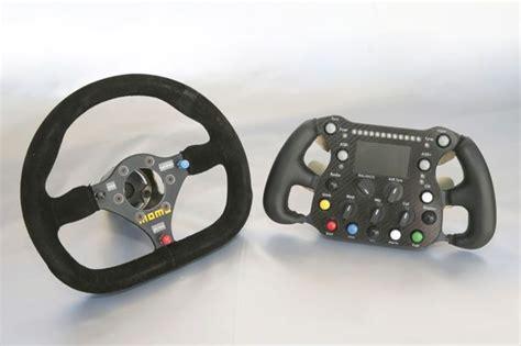 volante a destra la tecnologia della 24 ore di le mans utile per le auto di