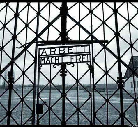 scritta ingresso auschwitz gli anni sospesi di giuseppe porcu