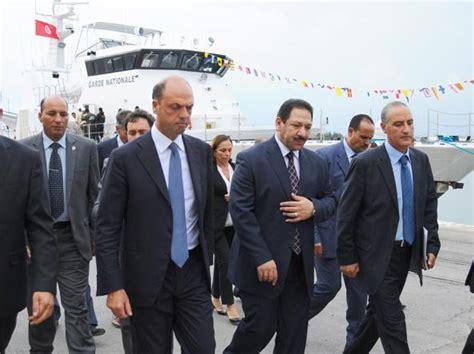 alfano ministro interno alfano in visita a tunisi 171 si chiuda mare nostrum al via
