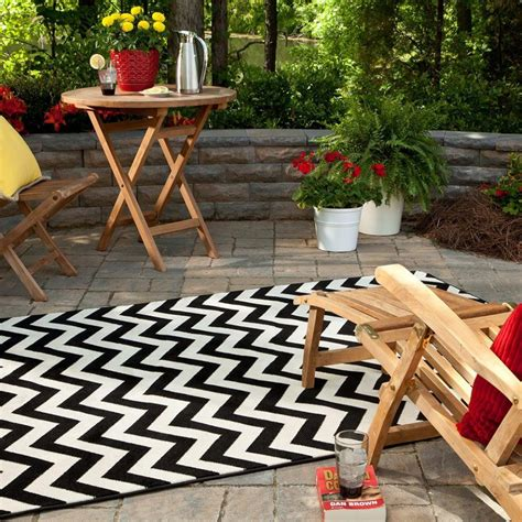 Black And White Chevron Outdoor Rug Minimalist Patio With Black White Chevron Pattern Outdoor Rug And Teak Outdoor Patio