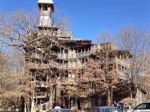 crossville tn treehouse the world s largest tree house